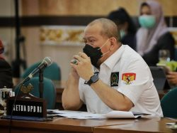Foto : LaNyalla pimpin Raker bersama Gubernur Riau